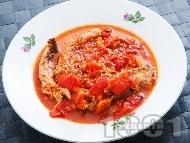 Паприкаш с пилешко месо, печени червени чушки и домати